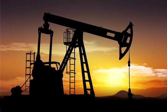 افت قیمت نفت در پی افزایش ذخایر آمریکا